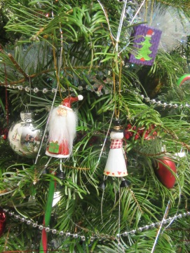 Table gifts on the tree